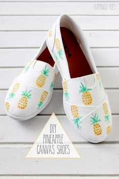 This might sound weird, but I'll just say it anyway: I really love pineapples. I don't know why, honestly, I just do. Maybe it's because pineapples have a tropical, beachy vibe to them that reminds me of Caribbean islands, warm summer days, and time spent by the ocean (my favorite things!). Or maybe it's because those fruits, with their prickly skin and pointy leaves, are really freakin' adorable in a way I can't even explain because it sounds odd. I DON'T KNOW GUYS.