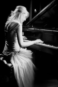 The elegance of this picture captures the piano and the subject perfectly.