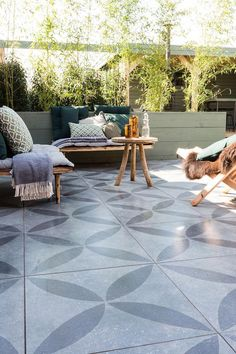 Tuintegels vtwonen at hartman tuinset While early within notion, the particular pergola is suffering Garden Tiles, Patio Tiles, Outdoor Tiles, Outdoor Decor, Diy Pergola, Pergola Ideas, Pergola Kits, Pergola Roof, Pergola Designs