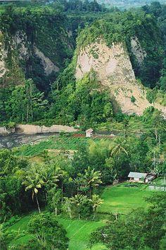 Sianok Canyon from Panorama Park, Bukittingi, Sumatera Barat, Sumatera_ Indonesia Minangkabau, Somewhere Over, Padang, Over The Rainbow, The Good Place, Bali, Flora, Tours, Science Projects