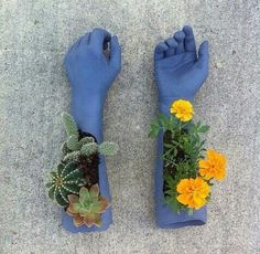 Flower pots mad from Concrete in rubber gloves Clay Crafts, Arts And Crafts, Diy Fimo, Keramik Design, Plant Decor, Clay Art, Pottery Art, Ceramic Art, Flower Pots