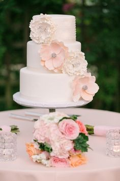 A perfectly pretty cake: http://www.stylemepretty.com/california-weddings/los-altos/2015/03/18/romantic-and-rustic-garden-wedding/ | Photography: U Me Us - http://umeusstudios.com/