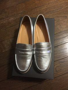 今期はシルバーの靴が必要でしょう。店舗にはサイズがなくて初めてオンラインショップで買いました。すでに擦れた汚れとかついちゃってますが、まあいいでしょう。スタイルクルーズでアローズのショップから。セールで10000円ほどでした。