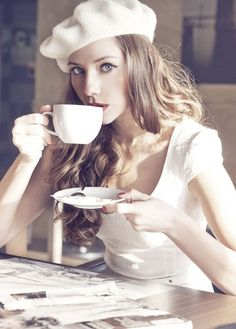 ⚜audreylovesparis⚜ Style Work, Mode Style, Pause Café, Parisienne Chic, Paris Mode, Coffee Girl, French Chic, French Style, Looks Chic