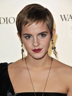 By pairing a berry-stained lip with spiky, dangling earrings, Emma shows off her edgier side.
