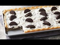 OREO SLAB PIE * whipping cream, chocolate, refrigerated pie crust * DO AHEAD * This easy cookies & cream slab pie is perfect for those summer backyard picnics. Dessert Oreo, Dessert Bars, Easy Desserts, Delicious Desserts, Yummy Food, Summer Desserts, Oreo Desserts, Impressive Desserts, Pie Recipes
