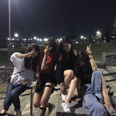 Friends Korean, 4 Best Friends, Cute Friends, Best Friend Goals, Best Friends Forever, Photos Bff, Bff Pictures, Best Friend Pictures, Girl Photos