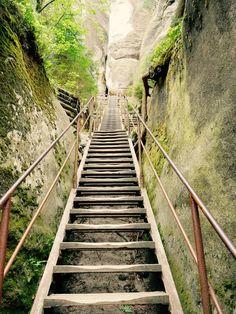 Eine perfekte Tschechien Rundreise: Wandern in der Adersbacher Felsenstadt