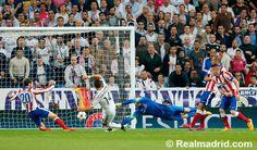 Real Madrid 1-0 Atlético de Madrid at Estadio Santiago Bernabéu #HalaMadrid Chicarito scores