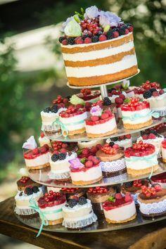 wedding cake happines color love naked cake vintige cake birthday cake fruit cake with flower hochzeit hochzeit cupcakes anniversaire decoration licorne noël recette recipes cupcakes Wedding Cakes With Cupcakes, Wedding Cakes With Flowers, Cupcake Cakes, Fruit Cakes, Bolo Nacked, Cheesecake Wedding Cake, Beaux Desserts, Mini Desserts, 50th Anniversary Cakes