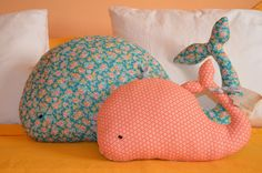 Naifandtastic:Decoración, craft, hecho a mano, restauracion muebles, casas pequeñas, boda: Cosas de casa: Nuevos cojines de L´etoile Sewing Toys, Baby Sewing, Sewing Crafts, Sewing Projects, Sewing Stuffed Animals, Diy Cushion, Patchwork Baby, Cute Quilts, Childrens Beds