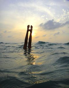 ocean hand stand
