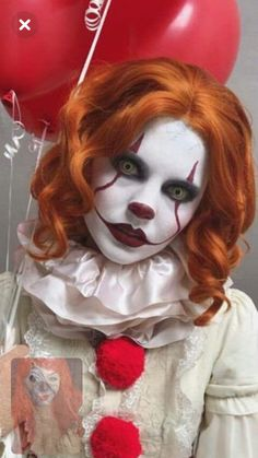 50 Best Halloween Makeup Looks That Are Creepy Yet Creepy Halloween Costumes, Cool Halloween Makeup, Halloween Cosplay, Clown Costume Women, Circus Costume, Clown Hair, Halloween Run, Pennywise The Clown, Scary Clowns
