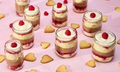 Frambozentrifle jampotjes Recept | Dr. Oetker Trifle, Biscuits, Cupcake, Cheesecake, Desserts, Food, Crack Crackers, Tailgate Desserts, Cookies