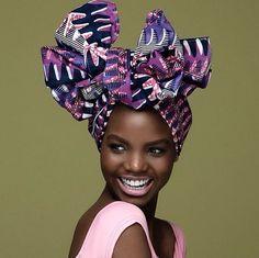 Plutôt tendance afro-bohémienne, city girl, rétro ? Découvrez 6 façons d'attacher votre foulard, une alternative idéale en cas de « bad hair day » !