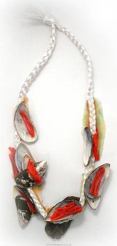 Contemporary New Zealand Jewellery by Lisa Walker