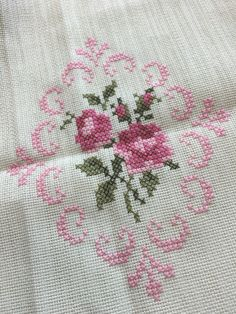 Nice embroidery stitch towel with pattern schema. Cross Stitch Needles, Cross Stitch Rose, Cross Stitch Borders, Cross Stitch Flowers, Counted Cross Stitch Patterns, Cross Stitch Designs, Cross Stitching, Hand Embroidery Patterns, Embroidery Stitches