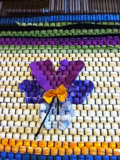 Pansy with rag inlaid Weaving Textiles, Weaving Techniques, Woven Rug, Textile Art, Fiber Art, Rag Rugs, Hand Weaving, Quilts, Locker Hooking