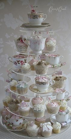 I WILL do this for a friend's bridal shower Vintage Party, Vintage Tea Parties, Vintage High Tea, Wedding Vintage, Vintage Cupcake, Vintage Teacups, Tea Party Bridal Shower, Wedding Shower Cupcakes, Bridal Showers