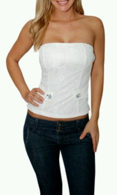 White tube top & jeanss Club Style, My Style, Tube Top Outfits, Going Out Shirts, Great Glam, Club Outfits, White Tops, Tube Tops, Fashion Outfits