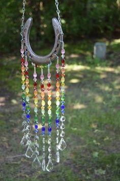 Horseshoe Crafts, Horseshoe Art, Garden Crafts, Diy Garden Decor, Garden Decorations, Diy Crafts, Ranch Decor, Unique Gardens, Sun Catcher