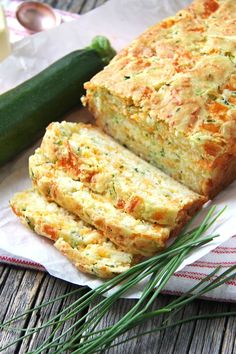 Zucchini, Cheddar Cheese & Chive Buttermilk Quick Bread - A Pretty Life In The S.Zucchini, Cheddar Cheese & Chive Buttermilk Quick Bread - A Pretty Life In The Suburbs Great Recipes, Favorite Recipes, Simple Recipes, Family Recipes, Quick Bread, Bagels, Bread Baking, Keto Bread, Baking Soda