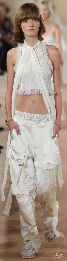 Balenciaga Parigi - Spring Summer 2016 Ready-To-Wear - Shows - Vogue. Fashion Models, Fashion Week, Runway Fashion, Fashion Show, Fashion Design, Paris Fashion, Street Fashion, Fashion Fashion, All White Balenciaga