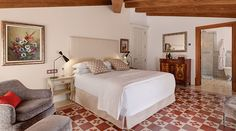 """Welcome to Hotel Glòria de Sant Jaume, hotel with its own soul."""" In the heart of Palma de Mallorca. Luang Prabang, Top Hotels, Architectural Elements, Luxury Travel, Old Town, Hotel Palma, Architecture, Luxury Resorts, Bed"""
