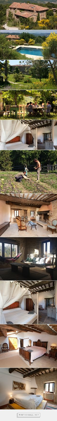 An organic, sustainable farm in Umbria. Available for venue hire for workshops and yoga retreats and for vacation apartment rentals. Inclusive Holidays, All Inclusive, Rental Apartments, Vacation Apartments, Yoga Retreat, Italy Travel, Sustainability, Alternative, Community