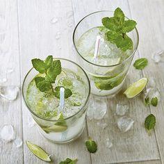 Drink de verão: água saborizada com hortelã e limão.