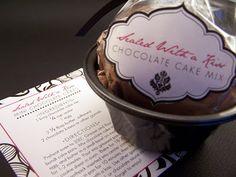 Mini Bundt Cake Containers | Inside the favor boxes were 2 mini bundt cake pans, a recipe we ...