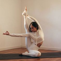 You may even search for fitness programs online. Get more Yoga exercises ideas right here. Fitness Workouts, Yoga Fitness, Easy Workouts, Fitness Diet, Yoga Inspiration, Fitness Inspiration, Asana, Beautiful Yoga Poses, Hatha Yoga