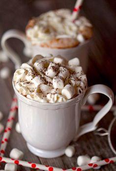 Какао с маршмеллоу и взбитыми сливками