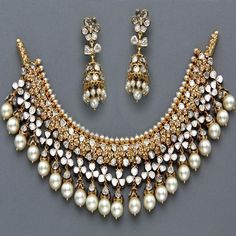 Indian Jewellery and Clothing - love it! so hyderabadi #IndianJewelry #GoldJewelleryAsian #GoldJewelleryMen