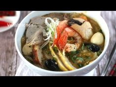 Bánh canh cua (Vietnamese crab thick noodle soup)