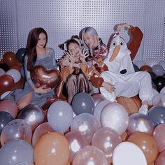 Melanie Martinez, Yg Entertainment, Billie Eilish, Pretty Korean Girls, Blackpink Memes, Iphone Wallpaper Tumblr Aesthetic, Pink Photo, Jennie Lisa, Human Reference