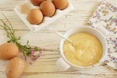 CREMA PASTELERA 500 ml de leche entera a temperatura ambiente, 2 yemas de huevo L, 6 cucharadas  azúcar, 40 gramos de maicena, 1 cucharada de esencia de vainilla.Batir micro 3´a 800w remover 2´+remover http://www.directoalpaladar.com/postres/crema-pastelera-en-cinco-minutos-receta