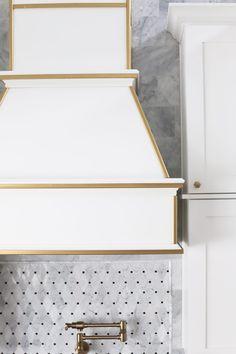 u shaped kitchen remodel House Home Decor Kitchen, Home Kitchens, Kitchen Ideas, Kitchen Trends, Kitchen Designs, Home Decor Signs, Cheap Home Decor, Luxury Homes Interior, Home Interior Design