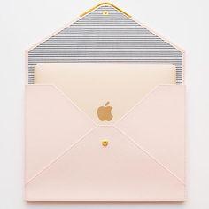 Loving this Sugar Paper document holder that also serves as my MacBook cover. Mac Book, Coque Ipad Air, Coque Mac, Document Folder, Accessoires Iphone, Macbook Case, Macbook Air Sleeve, Ipad Sleeve, Coque Iphone