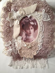 Beautiful Fabric Lace Photo Album. Approximately 9 x 12 x 4  There are a lot of Fabric Lace books out there that are only fabric on the outside