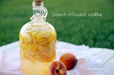 Peach infused vodka recipe Peach Infused Vodka – Infusing vodka with a unique flavor is a lot easier than you think with our peach infused vodka recipe. – Cocktails and Pretty Drinks Easy Drink Recipes, Vodka Recipes, Alcohol Recipes, Yummy Drinks, Cocktail Recipes, Margarita Recipes, Snack Recipes, Homemade Alcohol, Homemade Wine