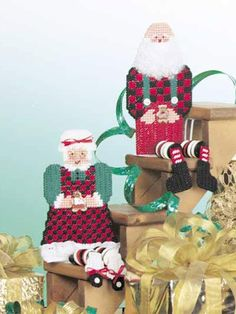 Plastic Canvas - Special Occasions - Christmas - Mr. and Mrs. Santa Sit 'Ems - #FP00276