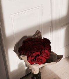"""Flowers 🌺 on Twitter: """"… """" Flower Aesthetic, Red Aesthetic, Aesthetic Pictures, Beautiful Bouquet Of Flowers, Beautiful Flowers, Pink Flowers, Luxury Flowers, Flower Phone Wallpaper, No Rain"""