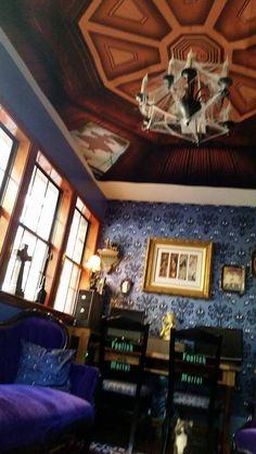 Mansion Bedroom, Luigi's Mansion, Disney Rooms, Disney House, Haunted Mansion Decor, Property Design, Disney Home Decor, Old Farm Houses, Mansions Homes