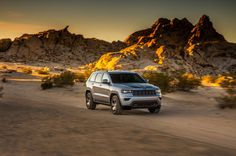 2017 Jeep Grand Cherokee On The Road Wallpaper