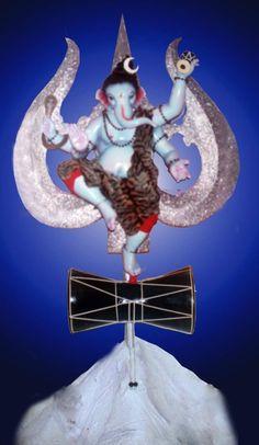 Ganesh Lord, Shri Ganesh, Ganapati Decoration, Saraswati Goddess, Lord Ganesha Paintings, Indian Gods, Festival Decorations, Girl Pictures, Blessing