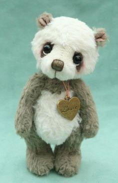 artist bears , miniature teddy bears from pipkins bears UK