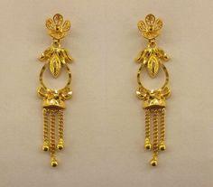 Gold Jhumka Earrings, Indian Jewelry Earrings, Real Gold Jewelry, Silver Jewelry Box, Gold Bridal Earrings, Gold Jewelry Simple, Jewelry Design Earrings, Gold Earrings Designs, Gold Jewellery Design