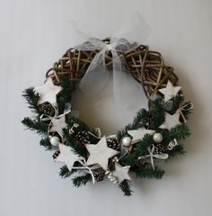 Etsy - Shop for handmade, vintage, custom, and unique gifts for everyone Christmas Wreaths, Etsy, Holiday Decor, Voici, Comme, Winter, Home Decor, Door Wreaths, Mason Jar Lanterns