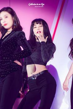 Seulgi (credits to owner) Kpop Girl Groups, Korean Girl Groups, Kpop Girls, Red Velvet Joy, Red Velvet Seulgi, Irene, My Girl, Cool Girl, Korean Star